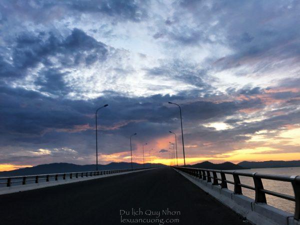 Bình minh trên cầu Thị Nại (Nhơn Hội), cầu vượt biển dài nhất Việt Nam