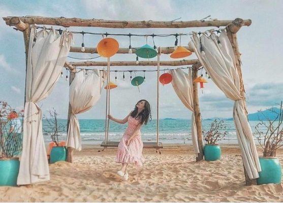 rong những ngày hè rực nắng, biển Nhơn Lý luôn là tọa độ checkin của những khuôn hình kỳ ảo - Ảnh: Nguyễn Hữu Khánh Như