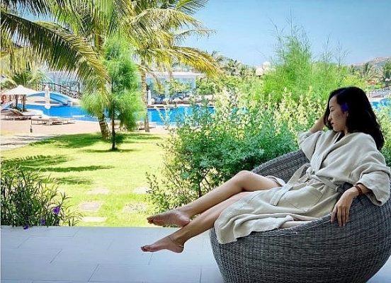 Hay đôi khi đơn giản là tận hưởng không gian mát xanh với cỏ cây nhiệt đới @ninhloan