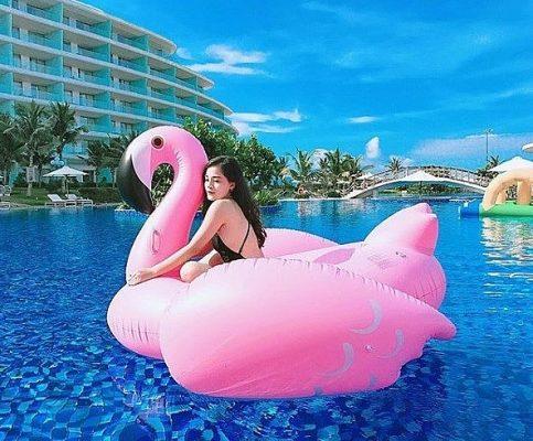 Bể bơi nước mặn ngoài trời tại FLC Quy Nhơn là điểm hẹn mà các bạn trẻ cực kỳ yêu thích để checkin với bikini quyến rũ - Ảnh: @tranlylyy