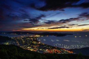 Thành phố về đêm lung linh sắc màu (Ảnh ST)